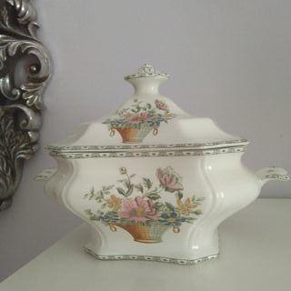 Sopera de porcelana de la Cartuja de Sevilla