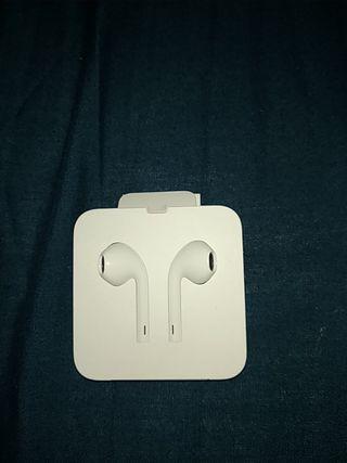 Auriculares oficiales de Apple.