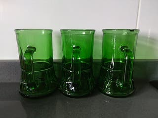 Jarras de cristal verde medida 12 alto 6,5 boca.