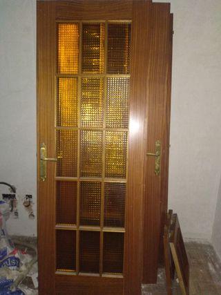 Puerta de madera color Sapelly