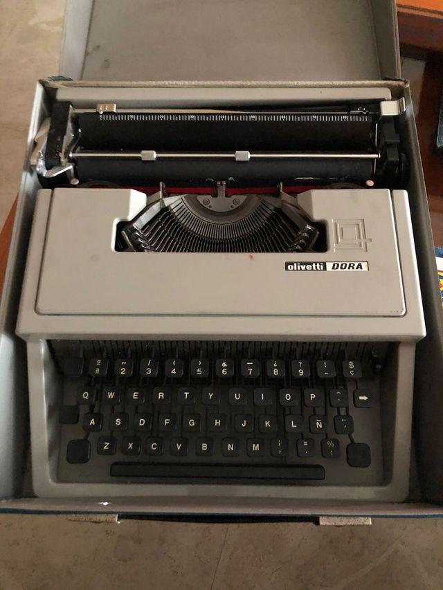 Máquina de Escribir Marca Olivetti Dora