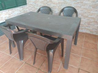 Conjunto de mesa y sillas de jardín/terraza.