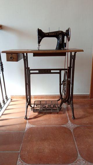 Máquina de coser antigua SIGMA