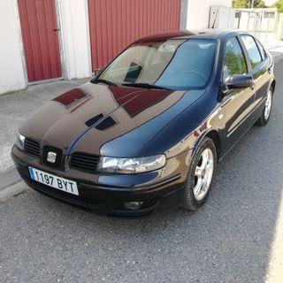 SEAT Leon 1.6 gasolina con pegatina medioambiental