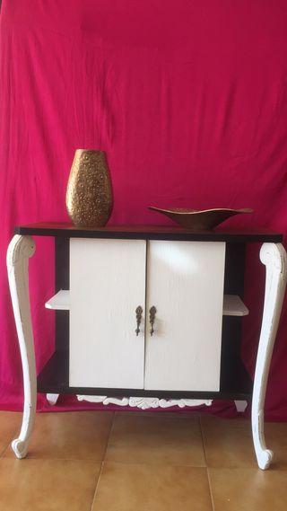 Mesita mueble bar de castaño restaurada