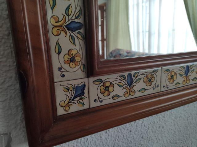 Espejo de madera y cerámica