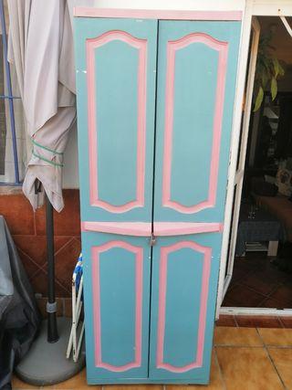 Armario exterior de resina pintado en azul tiza