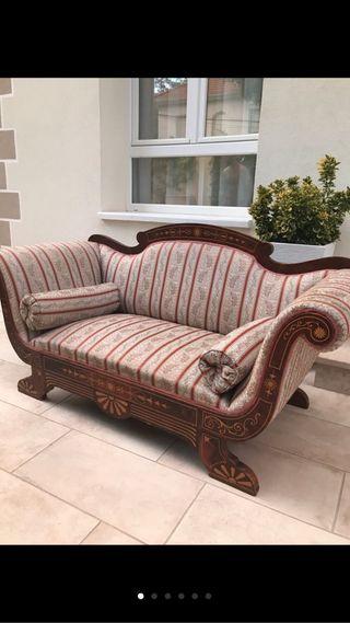Sofa antiguo de marquetería y sillón