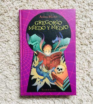 Novela juvenil. Gregorio Miedo y medio