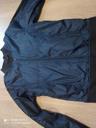 chaqueta under armour azul marino