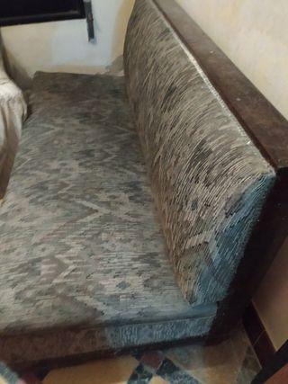 sofà antiguo.años 30. tapizado actual. sin brazos.