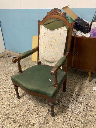 Silla o sillón antigua/o