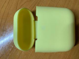 Funda airpods silicona amarilla