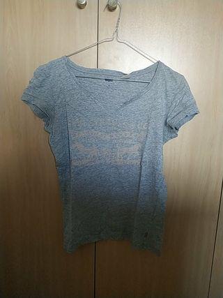 Camiseta LEVIS estilo desgastada