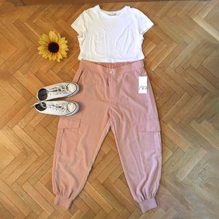 Pantalones estilo cargo de Zara en color rosa palo