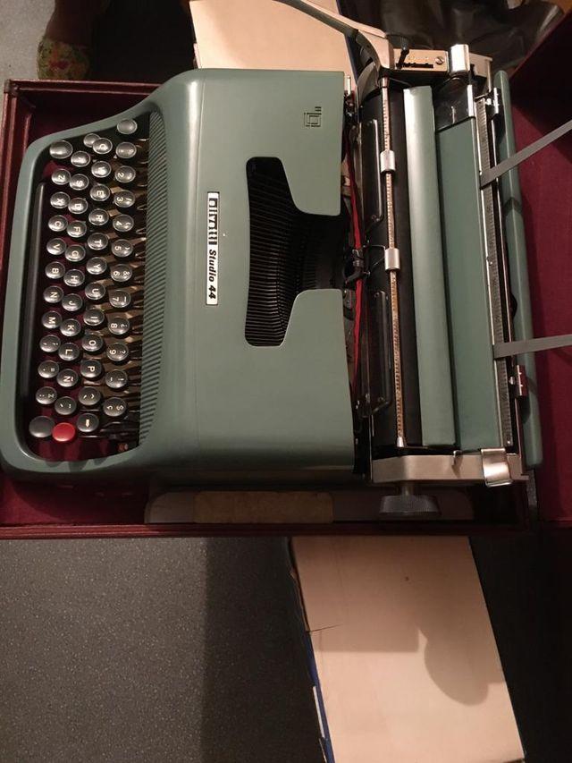 Máquina de escribir vintage Olivetti