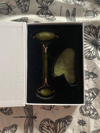 Piedra de Jade, rodillo facial y serum vitamina C