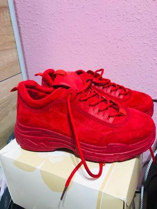Zapatillas rojas con plataforma