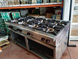Cocina Industrial de 8 fuegos.