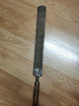 Llima professional amb mànec de fusta. 50 cm.