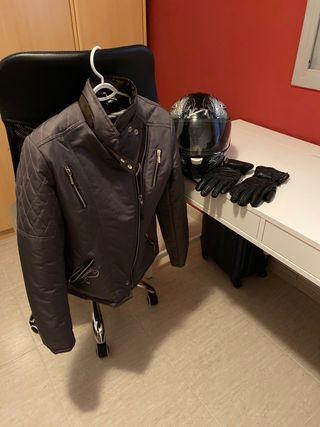 Casco, chaqueta y guantes niña o niño.