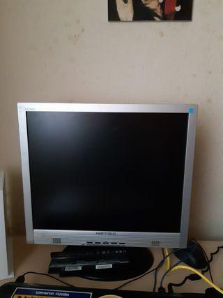 Monitor de ordenador de sobremesa antiguo