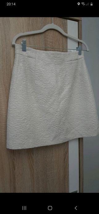 Falda tejido relieve