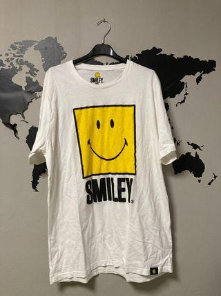 camiseta smiley pullandbear talla M
