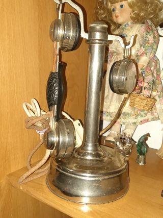 teléfono antiguo y garra dé pata de ver firmada