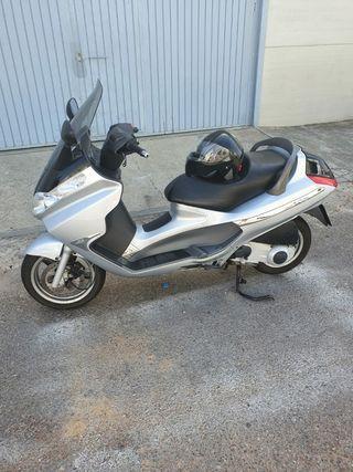 magnifica!! Piaggio x8 de 125cc