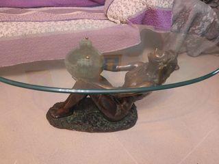 Mesa de centro de bronce.