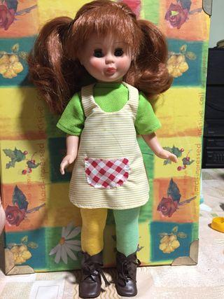 Muñeca simil nancy