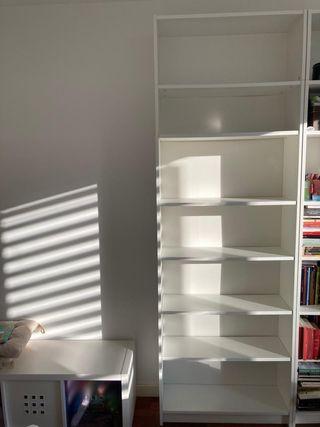 Librería Billy con altillo