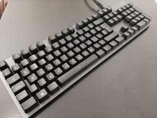teclado logitech , incluye teclas gaming