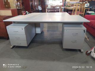mesa de oficina grande en perfecto estado