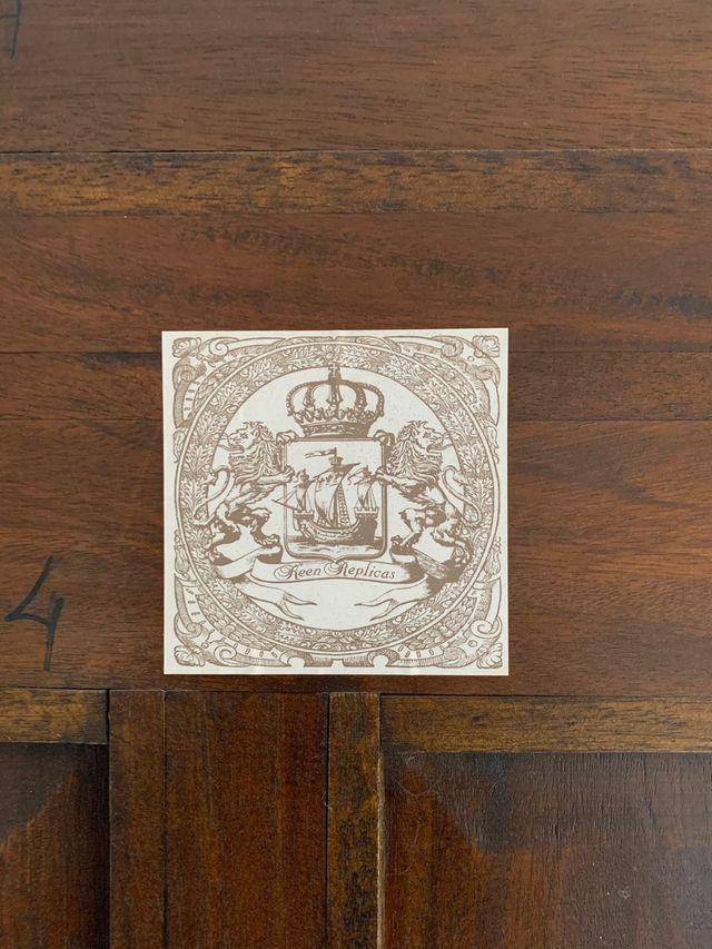 Vitrina madera maciza de nogal