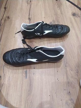 botas de futbol casi nuevas