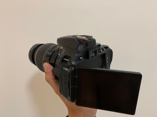 Nikon 5600 como nueva con objetivo (negociable)