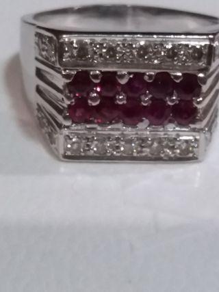 Precioso sello de oro Blanco 18kl y diamantes