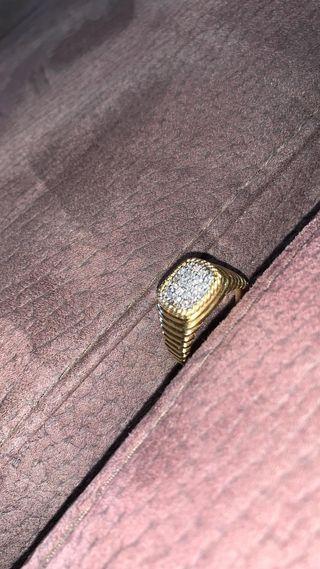 Anillo de oro con diamantes