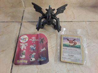 Muñeco Pokémon y carta