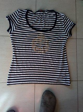 BURBERRY. Camiseta chica