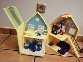 Se vende casa pepa pig, mochila, muñecos, cuentos