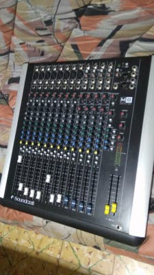 Mesa de mezclas Soundcraft M8