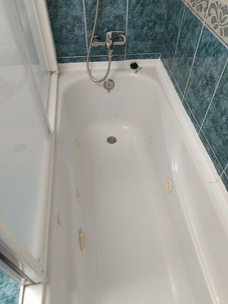 bañera hidromasaje con mampara