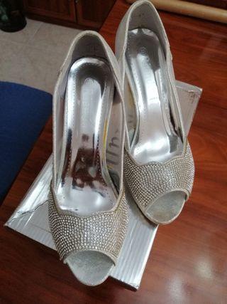 Zapatos de señora de fiesta