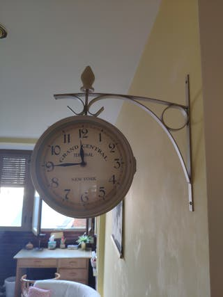 Reloj pared estilo antiguo estación de tren