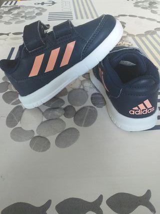 zapatillas de niña en buen estado