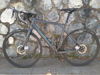 BICICLETA DE GRAVEL GT GRADE ALUMINIO 105 Talla 56
