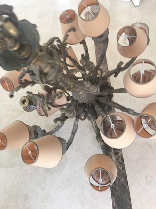 Lámpara techo bronce funcionando
